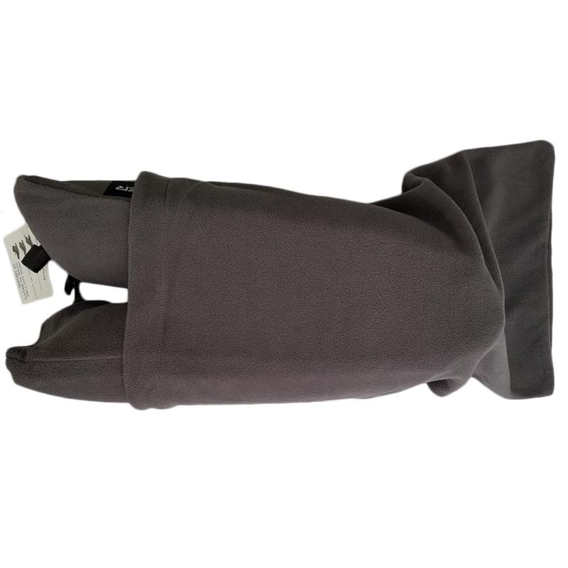 بالش گردنی برای استفاده زیر سر داخل کیسه قرار میگیرد